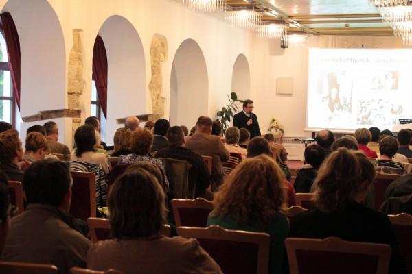 Hit Gyülekezete Székesfehérvár Gyerekek a holokauszt idején előadásáról képek